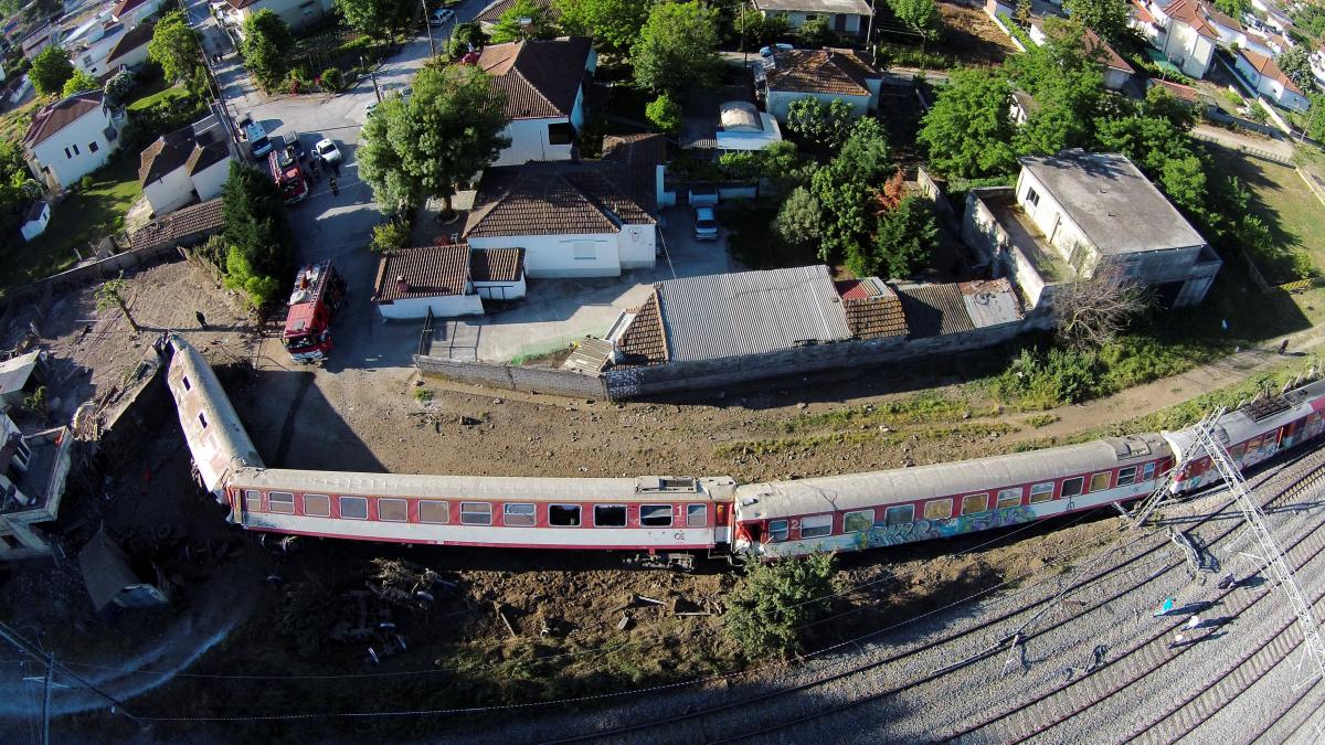 Εκτροχιασμός τρένου: Τα τρία σενάρια που έφεραν την τραγωδία