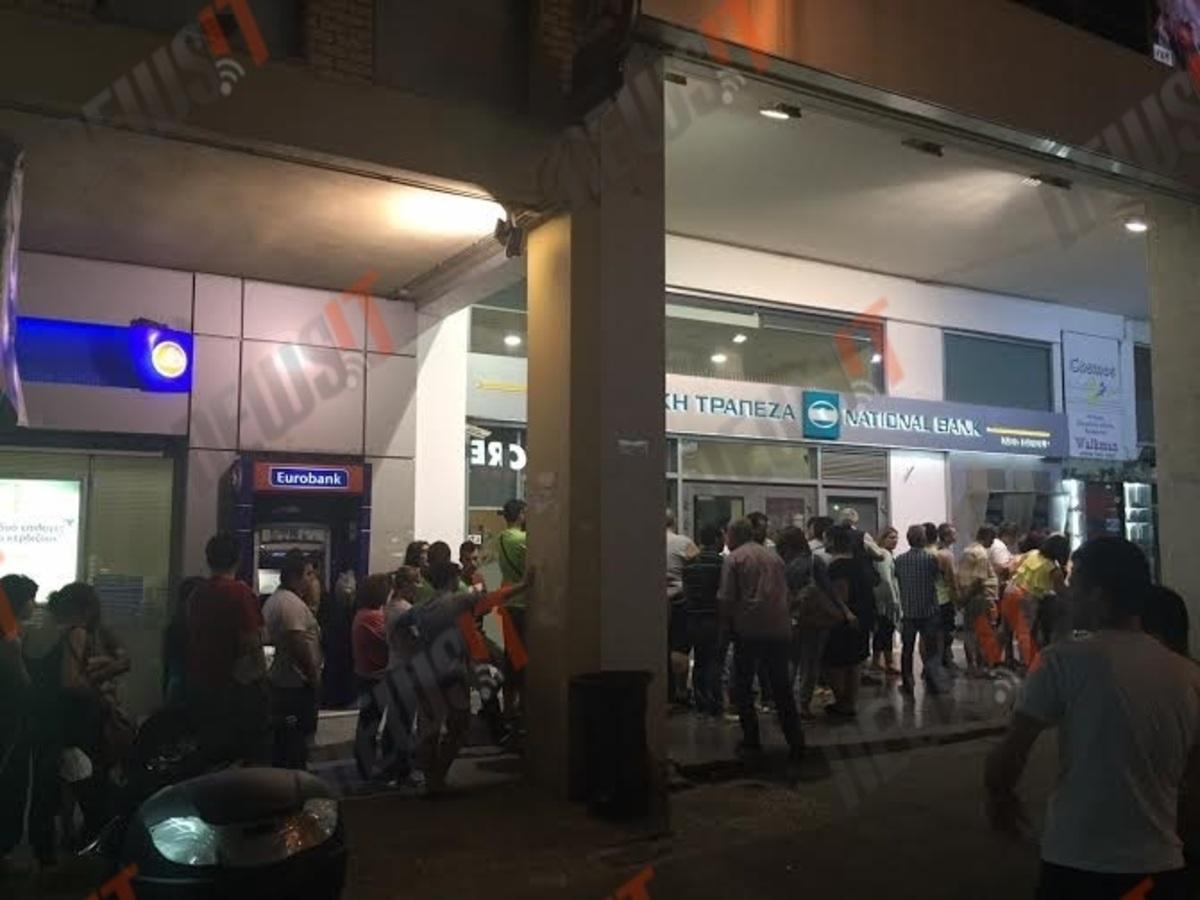 """""""Στέγνωσαν"""" τα ΑΤΜ, απίστευτες ουρές στις τράπεζες! – Βίντεο – Φωτογραφίες"""