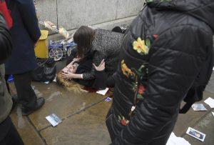 Ελαφρά τραυματισμένοι δυο Έλληνες από την επίθεση στο Λονδίνο [audio]
