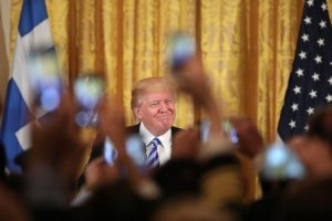 """25η Μαρτίου στον Λευκό Οίκο – Τραμπ: """"Αγαπώ τους Έλληνες""""! [pics, vids]"""
