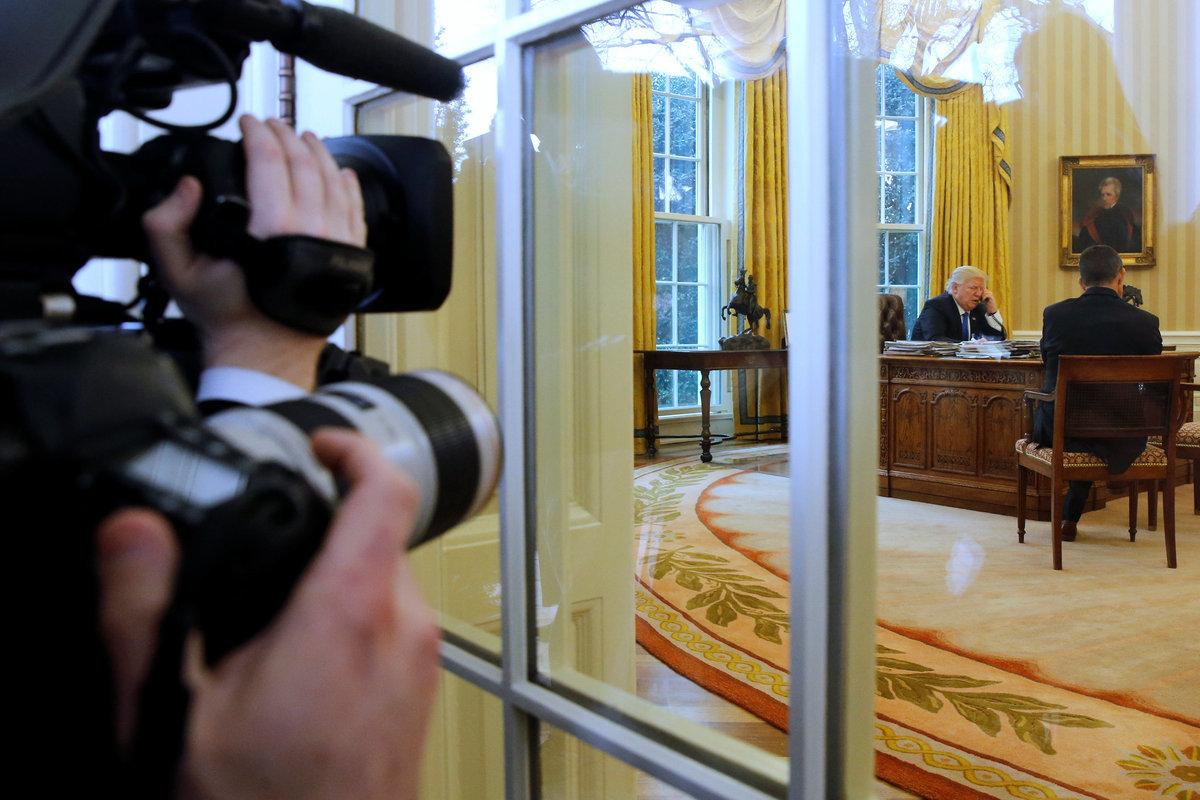 Ντόναλντ Τραμπ: Έκανε… show τα τηλεφωνήματα με Μέρκελ – Πούτιν [pics]