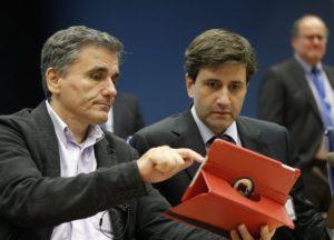 Ο Χουλιαράκης ενημερώνει το EuroWorking Group για τη συμφωνία