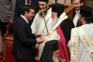"""Επικίνδυνη κόντρα Εκκλησίας-κυβέρνησης – Ο Τσίπρας φέρνει και τον Φίλη στο Μαξίμου ενώ ο Αρχιεπίσκοπος δεν ήθελε – """"Ψεύτης και με εμμονές ο υπουργός"""""""