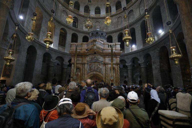 """Ο Πανάγιος Τάφος ξανά στην """"αγκαλιά"""" των πιστών του [pics, vids]"""