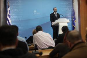 Δείτε live την ενημέρωση των πολιτικών συντακτών από τον κυβερνητικό εκπρόσωπο