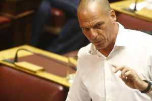 """Ακόμα πληρώνουμε τους συμβούλους του Βαρουφάκη! – Ο Γιάνης """"πυροβολεί"""" τον Σόιμπλε: Παραμένει στόχος του το Grexit!"""