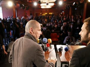 "Reuters για Βαρουφάκη: Άγριο κράξιμο στον ""Έλληνα Bruce Willis"" για το DiEM25"