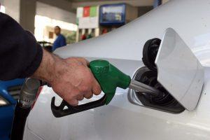Έκρηξη κερδοσκοπίας στη βενζίνη! Με το που έφτασαν οι τουρίστες άγγιξε και τα 2 ευρώ!