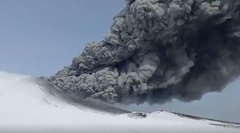 Σοκ και δέος! Ηφαίστειο εξερράγη μετά από 250 χρόνια [vid]