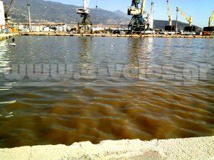 Περιβαλλοντικό έγκλημα στο Βόλο! Έριξαν λύματα μέσα στο λιμάνι! ΦΩΤΟ