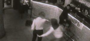 Στη Ρωσία σήμερα! Η σερβιτόρα που σε ρίχνει knock out σε τρία χτυπήματα & άλλες ιστορίες!