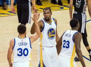 NBA: Οι Γουόριορς διέλυσαν τους Σπερς! Διαστημικό μπάσκετ [vid]