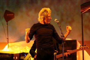 """""""Κεραυνοί"""" στην έρημο! Απίστευτη συναυλία """"ιερών τεράτων"""" της ροκ!"""