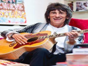 Χειρουργική επέμβαση για τον κιθαρίστα των Rolling Stones [pics]