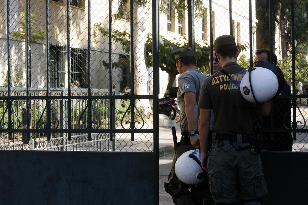 Βόμβα! Συνελήφθησαν μεγάλος εκδότης και ιδιοκτήτης ΜΜΕ και δύο δημοσιογράφοι – Εκβίαζαν δημόσιες επιχειρήσεις και τράπεζες