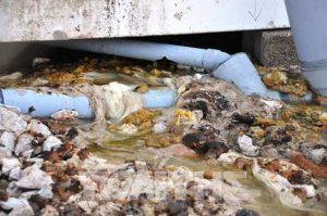 Ξεχειλίζει από λύματα το hot spot στη Χίο! Δείτε τις εικόνες ντροπής!