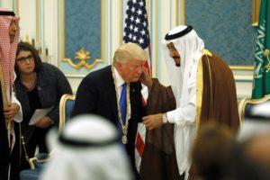 """Είναι πολλά τα λεφτά Ντόναλντ! Άρχοντας της… κωλοτούμπας ο Τραμπ! Τον """"ξεγυμνώνουν"""" με δικά του λόγια!"""