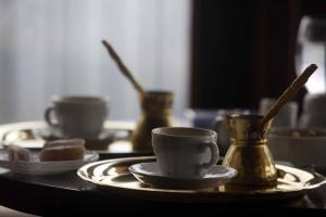 Θεσσαλονίκη: Έφτιαξε καφέ στον ληστή και εκείνος άφησε 5 ευρώ από τα χρήματα που της έκλεψε!