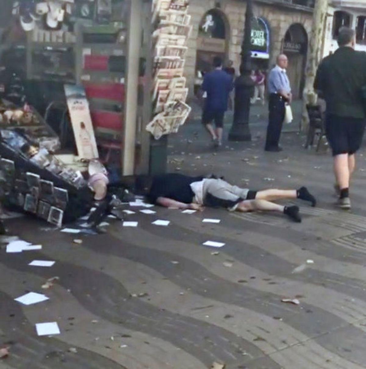 Επίθεση στη Βαρκελώνη: Το μακελειό σε σκληρές εικόνες – Χάος, πτώματα και θρήνος