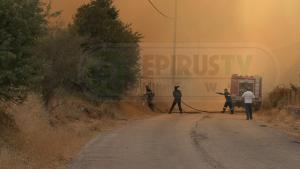 Φωτιά τώρα στα Γιάννενα: Απειλήθηκαν σπίτια στο Ασβεστοχώρι – Οι εικόνες της πυρκαγιάς [pics, vid]