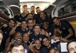 """Ολυμπιακός: """"Τρελή"""" πτήση! Το """"έκαψαν"""" οι Πειραιώτες [pics]"""