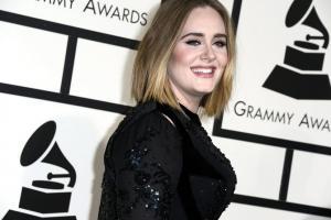 Η Adele στο πλευρό των επιζώντων του Πύργου Γκρένφελ