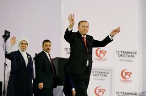 Τουρκία: Συνέλαβαν ακόμη και… μαίες για εμπλοκή στο πραξικόπημα