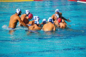 """Εθνική Νέων πόλο: Ελλάδα – Σερβία 9-8, στον τελικό του Παγκοσμίου η """"γαλανόλευκη"""""""