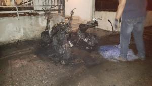 Έκαψε έξι αυτοκίνητα και μηχανές! Συναγερμός για τον εμπρηστή