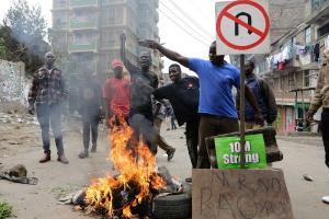 Νύχτα τρόμου με 9 νεκρούς στην Κένυα! Βίαια επεισόδια μετά τις προεδρικές εκλογές