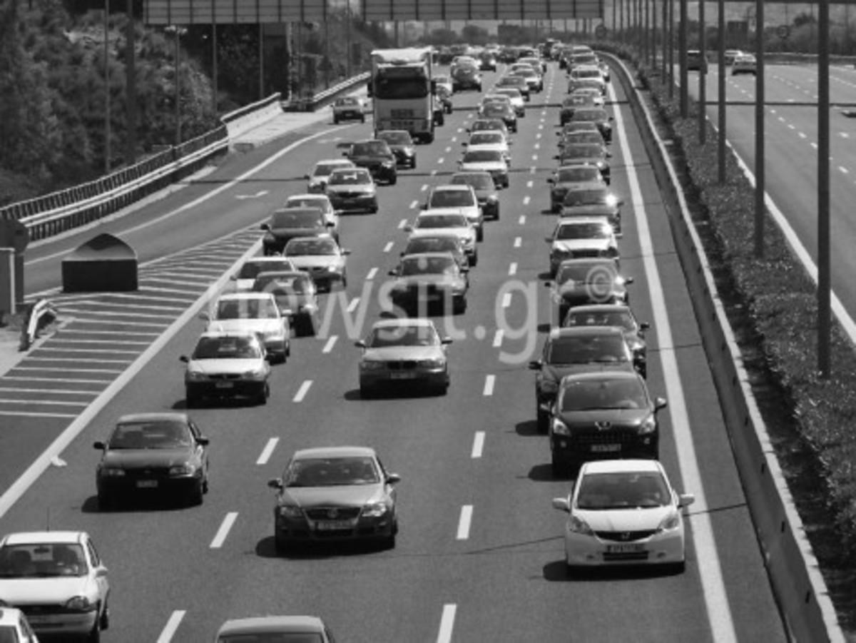 Προσοχή! Κυκλοφοριακό κομφούζιο στους δρόμους – Φεύγουν οι πρώτοι εκδρομείς