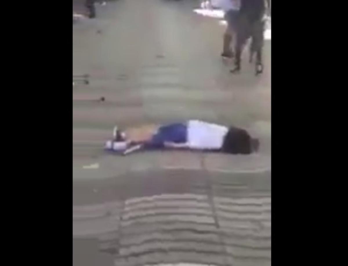 Επίθεση στη Βαρκελώνη – Βίντεο σοκ: Νεκροί και τραυματίες στο δρόμο μέσα στα αίματα