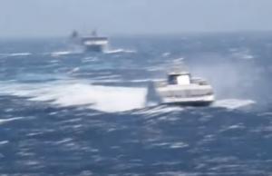 Φολέγανδρος: Πλοία που χάνονται στα κύματα – Τα είδαν όλα οι επιβάτες μέχρι να φτάσουν [vid]