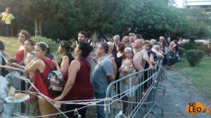Θεσσαλονίκη: Ουρές στην Καλαμαριά για δωρεάν σαρδέλες και ένα πιάτο σαλάτα [pics]