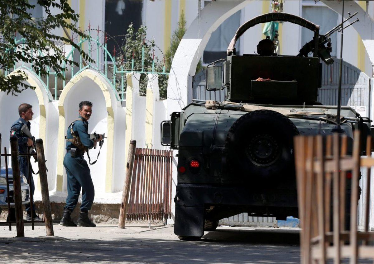 Εκρήξεις και πυροβολισμοί σε Τέμενος στην Καμπούλ