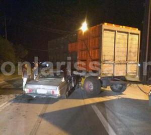 Λάρισα: Φοβερό τροχαίο με αυτοκίνητο να σφηνώνει κάτω από φορτηγό [pics]