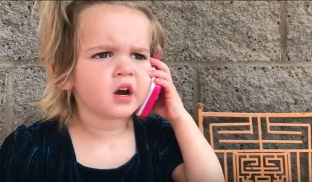 Αξιολάτρευτη πιτσιρίκα φωνάζει στο αγόρι της που βγήκε με άλλη!