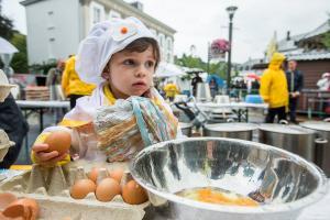 Ποιο σκάνδαλο; Αυτή είναι η ομελέτα με τα 10.000 αυγά! [pics, vids]