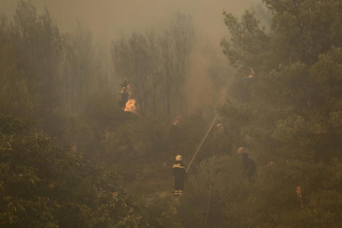 Πύρινη κόλαση στην Κροατία: Απειλούνται 3 χωριά από τη φωτιά