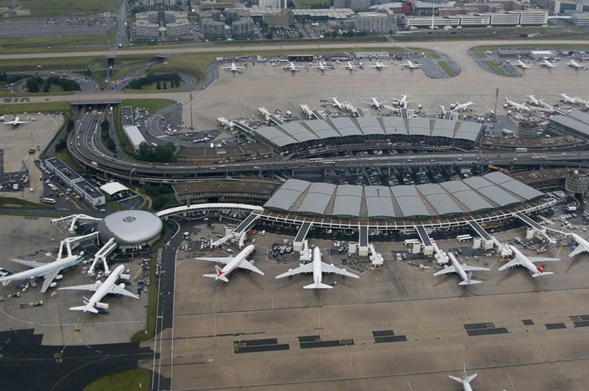 """20 ακυρώσεις πτήσεων σε αεροδρόμιο «Σαρλ Ντε Γκολ» στο Παρίσι λόγω παρείσφρησης αγνώστου σε """"ιδιωτικό χώρο"""""""