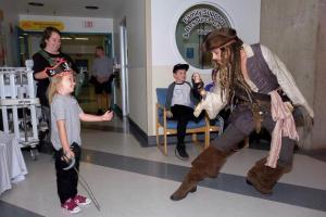 """""""Πειρατής""""… ελπίδας ο Τζόνι Ντεπ – Συγκίνησε ως Τζακ Σπάροου [pics, vids]"""