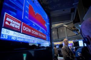 """Δεν… ηρεμεί με τίποτα ο Dow Jones – Νέα """"βουτιά"""" και ξανά πανικός στις αγορές"""