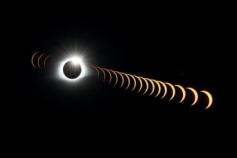 Έκλειψη: Τι είπε η Σελήνη στον Ήλιο και τι της απάντησε! [pics]