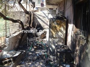 Φωτιά στη Λεωφόρο Αναβύσσου – Καταστροφές σε σπίτια – Τραυματίστηκαν πυροσβέστες
