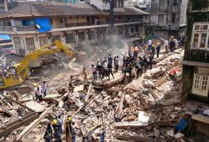 Ινδία: Κατέρρευσε κτίριο στη Βομβάη – Νεκροί και αγνοούμενοι
