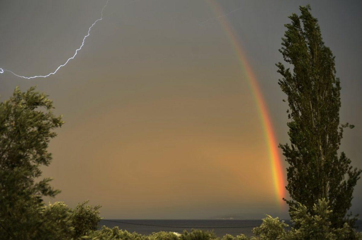 Καιρός: Καύσωνας τέλος – Ώρα για… καταιγίδες και χαλάζι