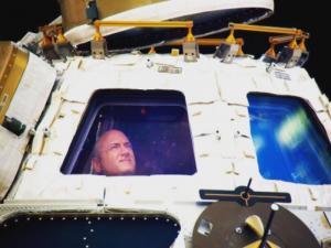 Σκοτ Κέλι: Ο αστροναύτης που έβλεπε… Game of Thrones στο διάστημα! [pics]