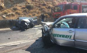 """Χανιά: """"Λιώμα"""" έγιναν δύο αυτοκίνητα από σφοδρή σύγκρουση – Πέντε άνθρωποι στο νοσοκομείο [pics]"""