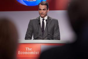 """Μητσοτάκης: """"Ετοιμαστείτε να επενδύσετε στην Ελλάδα"""""""