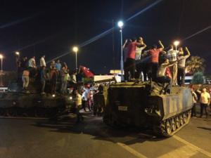 Μυστήριο καλύπτει το τουρκικό πραξικόπημα ένα χρόνο μετά